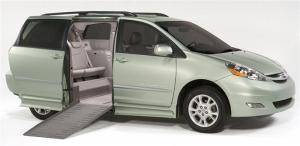 2010-Toyota-Sienna-Minivan-014-800